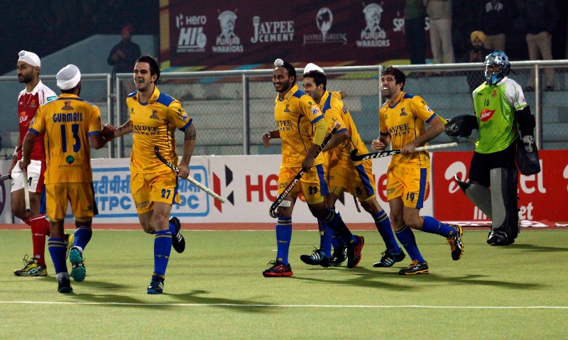 russell-ford-scores-fourth-goal-for-punjab-warriors-against-mumbai-magician-at-jalandhar-on-24th-jan-2013-4