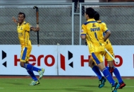 s-v-sunil-scores-third-goal-for-punjab-warriors-against-mumbai-magician-at-jalandhar-on-24th-jan-2013-3