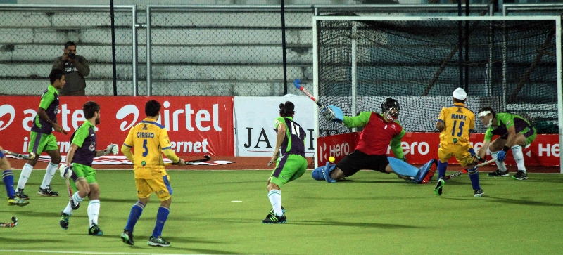 delhi-waveriders-and-punjab-warriors-player-in-action-during-the-match-at-jalandhar-on-5th-feb-2013-1