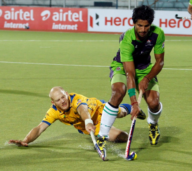 rupinder-pal-singh-in-action-with-jpw-player-at-jalandhar-on-5th-feb-2013
