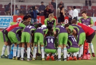 delhi-team-huddle-before-the-match-against-pujab-warriors