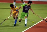 jamie-dwyer-in-action-along-with-andres-mir-bel-delhi-waveriders-player-at-jalandhar