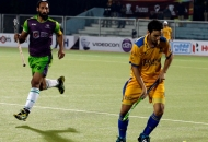 sardar-singh-of-dwr-with-jpw-player-in-action-at-jalandhar-on-5th-feb-2013
