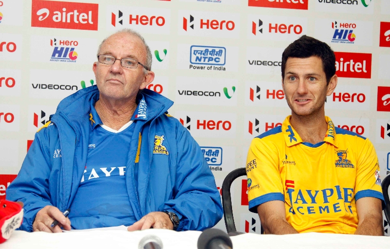 jpw-captain-jamie-dwyer-along-with-his-coach-during-post-match-press-conference-at-jalandhar-on-4th-feb-2013_0