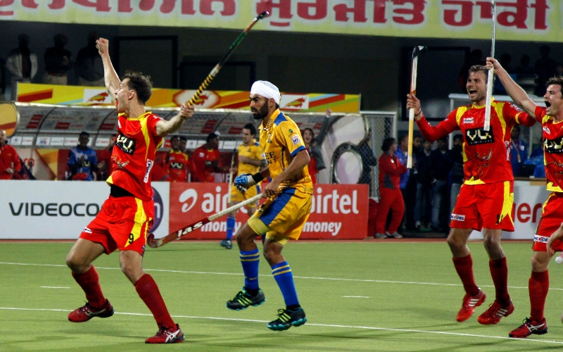 justin-celebrate-his-goal-with-his-team-mates-against-jpw-at-jalandhar-on-4th-feb-2013-1
