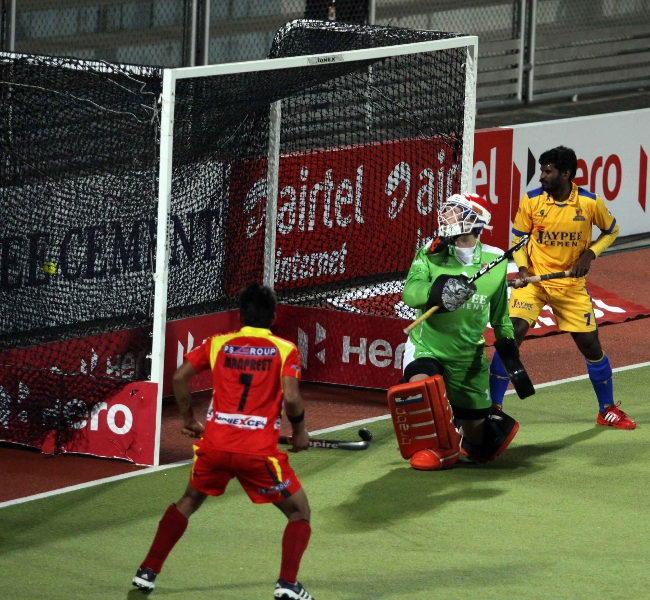 justin-reid-ross-scored-a-third-victory-goal-for-rr-against-jpw-at-jalandhar-on-4th-feb-2013-1