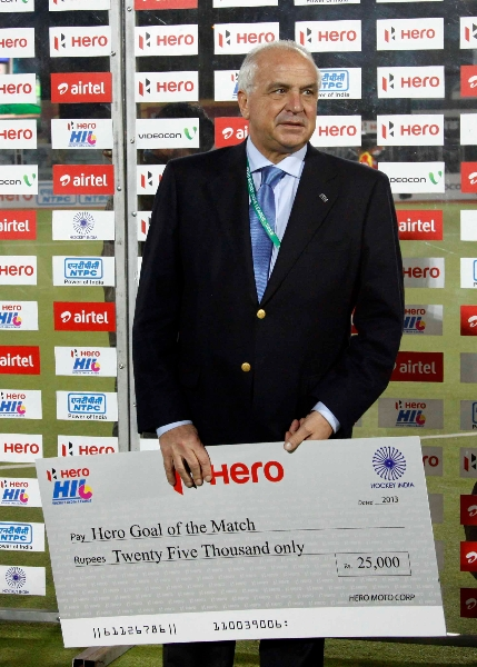 leandro-negre-president-of-federation-of-international-hocley-spotted-presentation-ceremony-at-jalandhar-on-4th-feb-201