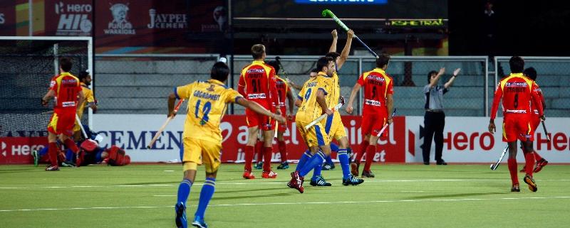 lucas-rey-scores-first-goal-for-punjab-warriors-against-ranchi-rhinos-at-jalandhar-on-4th-feb-2013-2