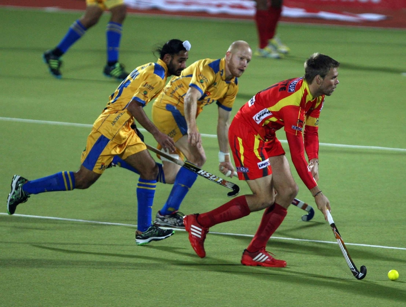 ranchi-rhinos-captain-moritz-in-action-during-the-match-with-jpw-players