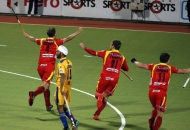 justin-celebrate-his-goal-with-his-team-mates-against-jpw-at-jalandhar-on-4th-feb-2013-2