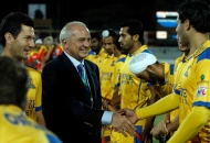 leandro-negre-president-of-federation-of-international-hocley-wishing-all-the-best-to-the-punjab-warriors-team-before-the-match-at-jalandhar-on-4th-feb-201