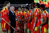 leandro-negre-president-of-federation-of-international-hocley-wishing-all-the-best-to-the-ranchi-rhinos-team-before-the-match-at-jalandhar-on-4th-feb-201