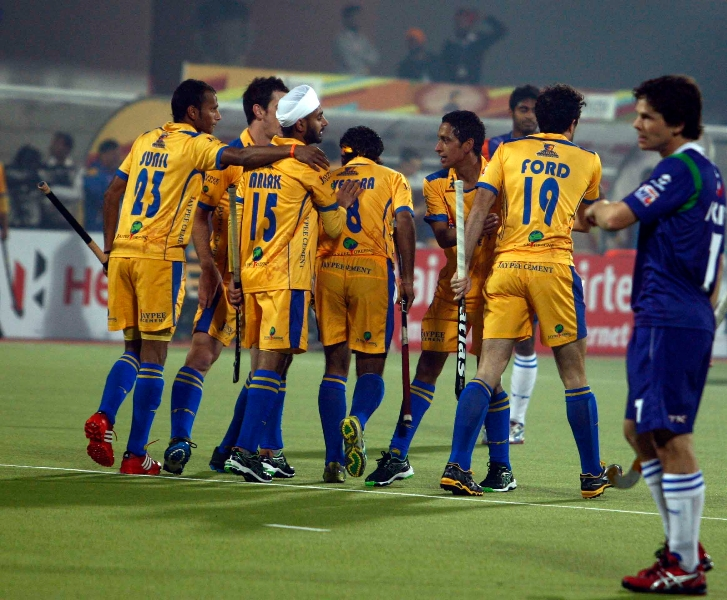 punjab-warriors-celebrating-their-second-goal-against-up-wizards-match-at-jalandhar-on-22nd-jan-2013-2