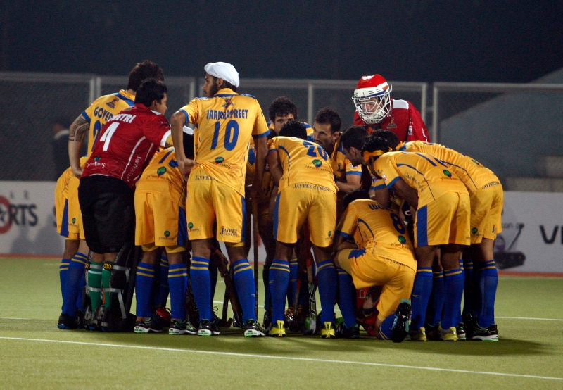 punjab-warriors-team-huddle-during-match-at-jalandhar-against-up-wizards-match-on-22nd-jan-2013