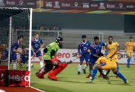 shivendra-singh-of-punjab-warriors-scoring-a-first-goal-for-punjab-warriors-against-up-wizards-at-jalandhar-on-22nd-jan-2013-3