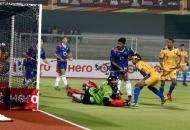 shivendra-singh-of-punjab-warriors-scoring-a-first-goal-for-punjab-warriors-against-up-wizards-at-jalandhar-on-22nd-jan-2013-4