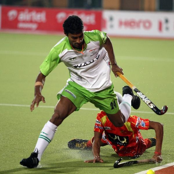 surender kumar of DWR in action against RR