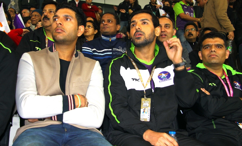 indian-cricketer-yuvraj-singh-and-bollywood-actor-john-abraham-at-delhi