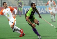 sardar-singh-c-of-dwr-in-action-against-kl