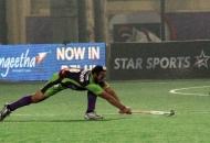 sardar-singh-c-of-dwr-in-action-against-kl_0