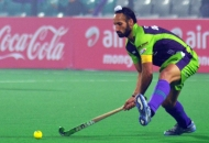 sardar-singh-c-of-dwr-in-action-against-kl_1