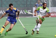 sardar-singh-c-of-dwr-in-action-against-jpw_0