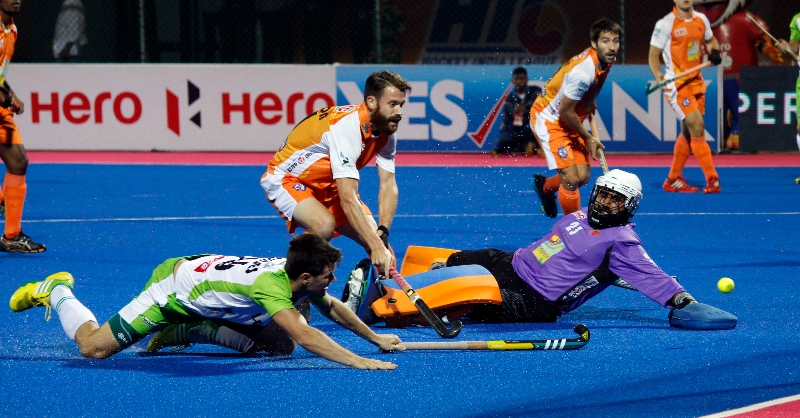 harjot-singh-gk-trying-to-save-goal-against-dwr
