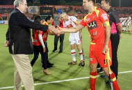 martin-gotheridge-fih-representative-shaking-hands-with-players
