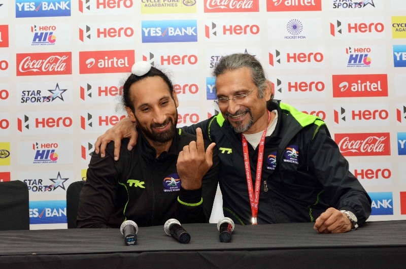 sardar-singh-c-and-cedric-d-souza-in-press-conference-at-delhi