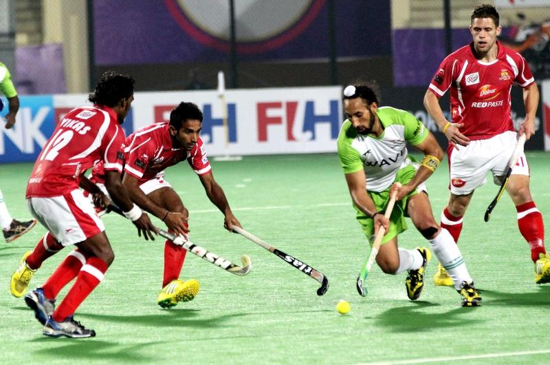 sardar-singh-c-of-dwr-in-action-against-dmm-at-delhi_0
