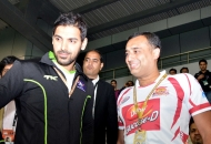 bollywood-actor-john-abraham-and-amit-burman-owner-of-dmm-at-delhi-2
