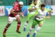 gurjinder-singh-of-dmm-in-action-against-dwr-at-delhi