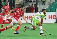 sardar-singh-c-of-dwr-in-action-against-dmm-at-delhi_1