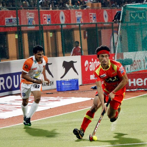 kothajit-singh-of-rr-in-action-against-kl