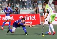sander-baart-of-upw-in-action-against-dwr-at-lucknow_0