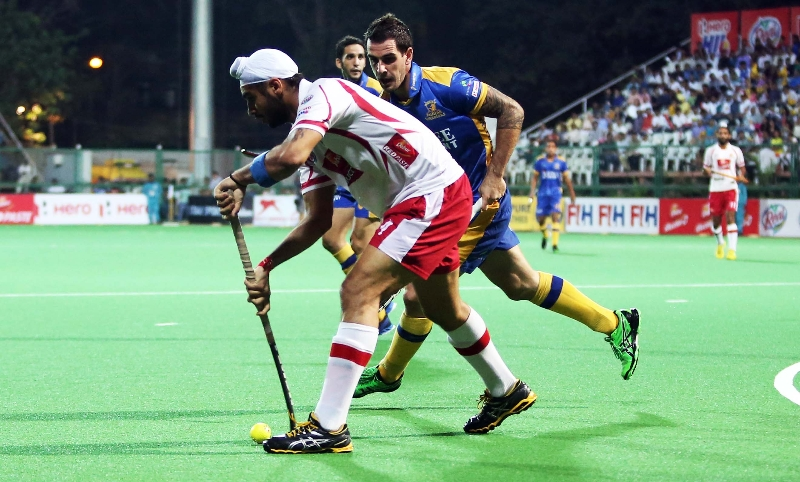 gurjinder-singh-player-of-dmm-in-action-against-jpw-at-mumbai-on-08th-feb-2014-1
