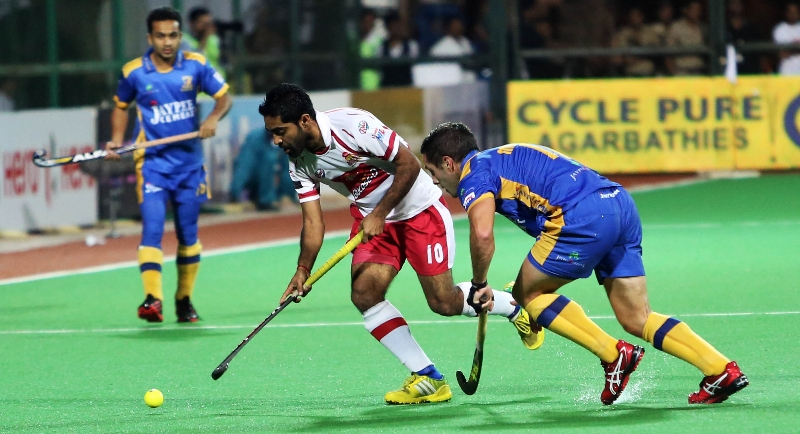 ravipal-singh-players-of-dmm-in-action-against-jpw
