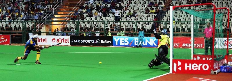 sandeep-singh-player-of-jpw-scoring-a-goal-against-dmm-at-mumbai-on-08th-feb-2014-1