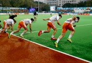 kl-team-players-warm-up-1
