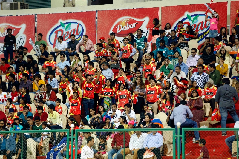 rr-fans-cheering-their-team-players