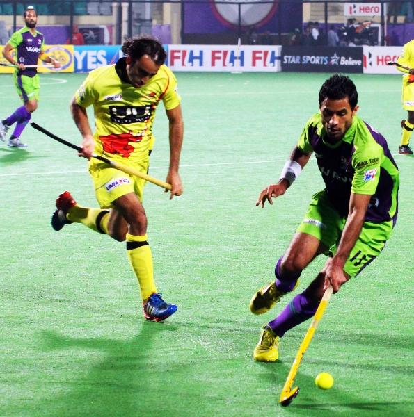 gurbaj-singh-of-dwr-in-action-against-rr-at-delhi_0