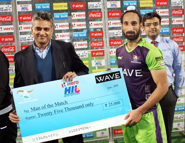 sardar-singh-c-of-dwr-received-man-of-the-match-award
