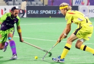 sardar-singh-c-of-dwr-in-action-against-rr-at-delhi-2