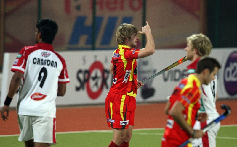 asley-jackson-celebrating-2nd-goal-of-the-match-for-ranchi-rhinos-during-17th-match-of-hhil2013-at-ranchi-on-date-28-jan-2013-1