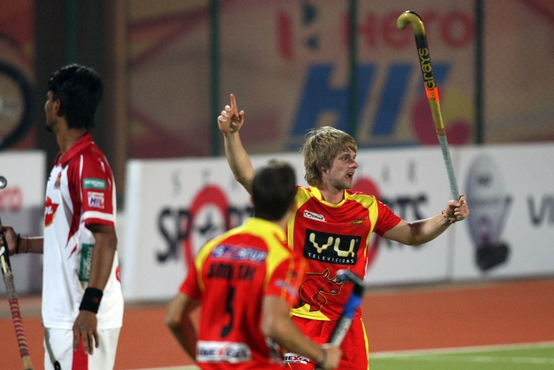 asley-jackson-celebrating-2nd-goal-of-the-match-for-ranchi-rhinos-during-17th-match-of-hhil2013-at-ranchi-on-date-28-jan-2013-2