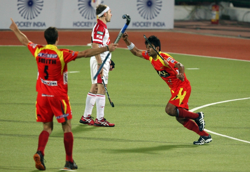 manpreet-singh-rr-player-celebrating-third-goal-of-the-match-for-ranchi-rhinos-of-17th-match-of-hhil2013-at-ranchi-2