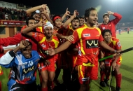 ranchi-rhinos-players-giving-rhinos-salute-after-won-the-matc-1