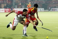 ranchi-rhinos-players-in-red-jersey-and-mumbai-magician-players-in-white-jersey-in-action-during-17th-match-of-hhil-2013-at-astroturf-hockey-stadium-at-ranchi-on-date-28-jan-2013-1