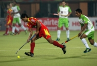 ranchi-rhinos-players-and-delhi-wave-riders-players-in-action-during-11th-match-of-hhil-at-astroturf-hockey-stadium-ranchi-on-date-23-jan-2013-2