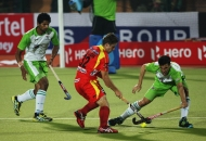 ranchi-rhinos-players-and-delhi-wave-riders-players-in-action-during-11th-match-of-hhil-at-astroturf-hockey-stadium-ranchi-on-date-23-jan-2013